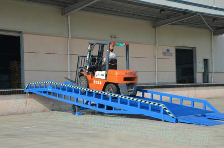 移动式登车桥=物流装卸货平台